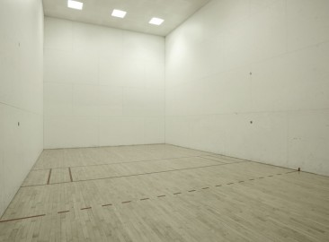 east-end-residences-akron-oh-racquetball-court